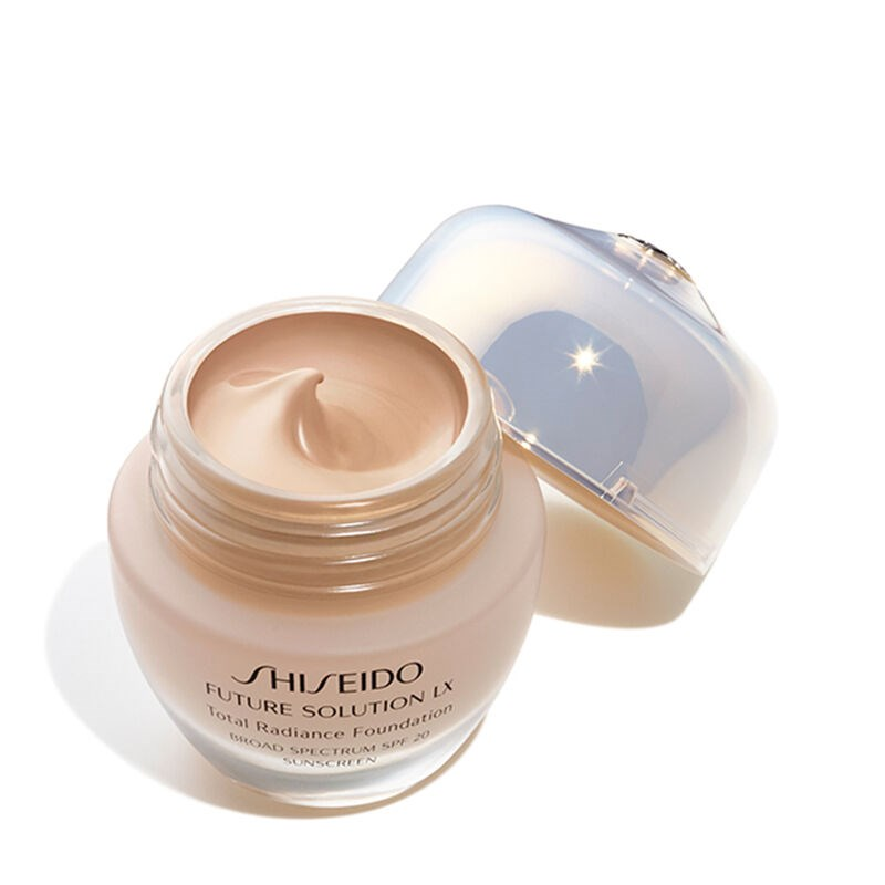 FUTURE SOLUTION LX TOTAL RADIANCE FOUNDATION SPF15 1