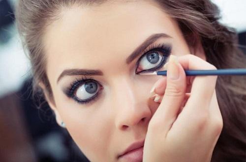 yuvarlak gözlere eyeliner